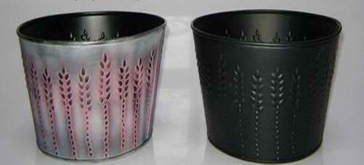 Black Embossed Design Round Tub Planter