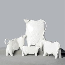 Handmade resin dairy cow for Christmas decoration (C)