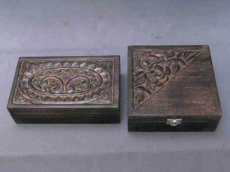 Small Mango Wood Box With Floral Carving Work(4'' X 4'')