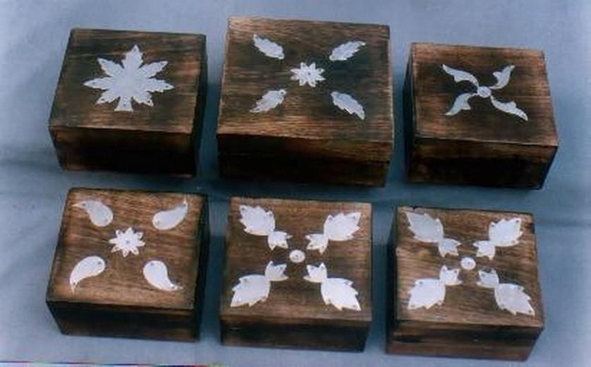 Natural Wood Decorative White Leaves Design Box(4'' x 4'')