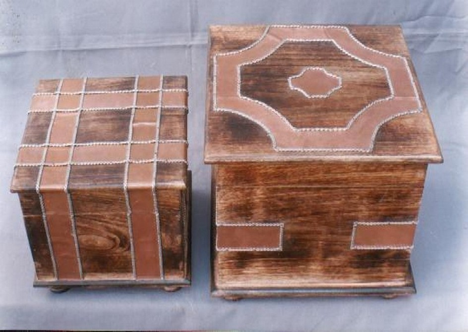 8'' x 8'' Medium Rosewood Square Box With Peach Strips Work