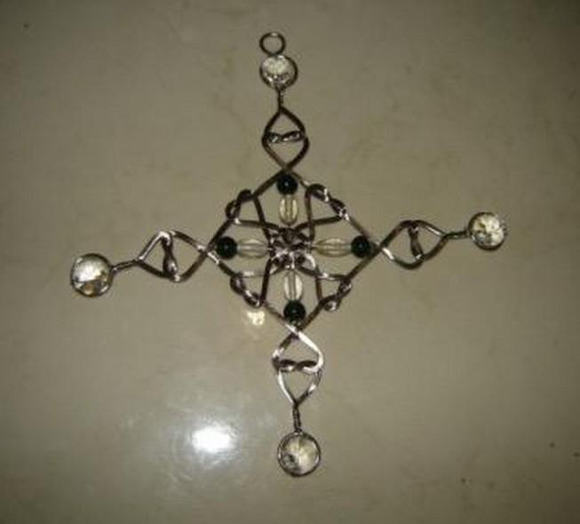 "Black & White Decorative Twisted Hanging Item (4"" x 5"")"