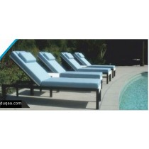 Cast Aluminum Pool Side Lounger With Cushion