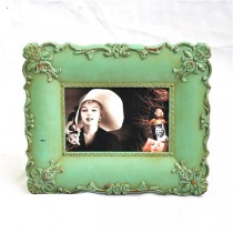 Green Hand Curved Carving Metal Photo Frame