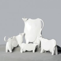 Handmade resin dairy cow for Christmas decoration (B)
